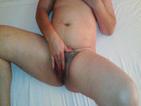 Gostosa do porno tocando a xoxota