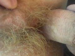 Coroa madura dando buceta cabeluda loira