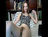 Novinha peludinha se masturbando na webcam grátis