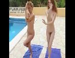 Gostosas fitness de bucetas peludas fazendo yoga peladas