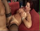 Vídeo sexo Coroa dando a buceta peluda