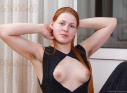 Fotos de novinha ruiva da buceta cabeluda