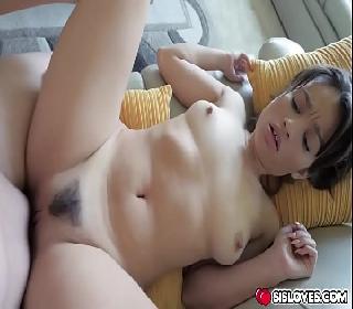 Porno ninfeta peludinha transando