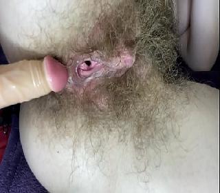 Casada mostrando a buceta cabeluda na webcam