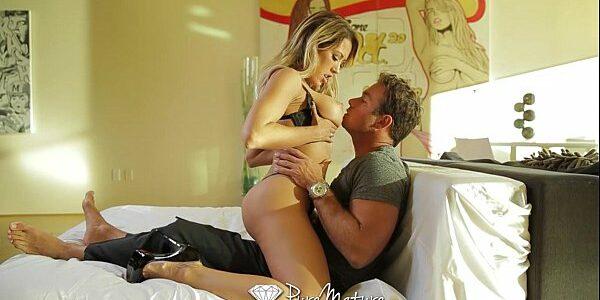 Porno de mulher loirinha safada transando com tesão
